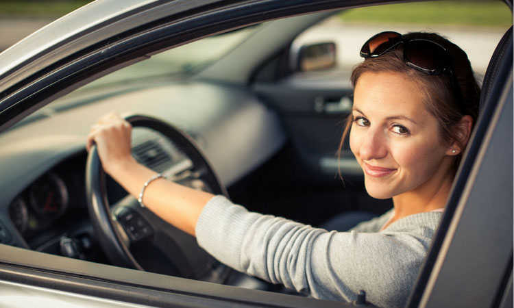 adjust the steering wheel in your car to prevent back pain while driving